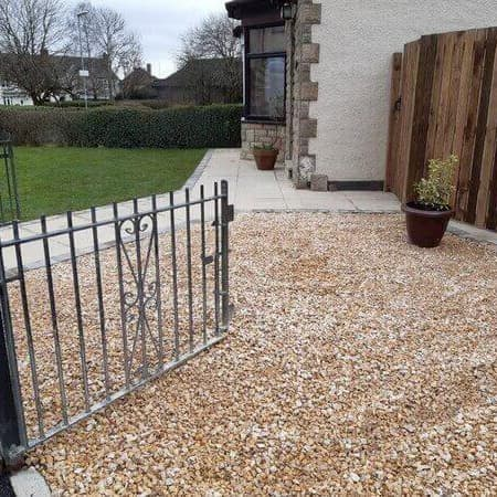 driveway entrance with gravel